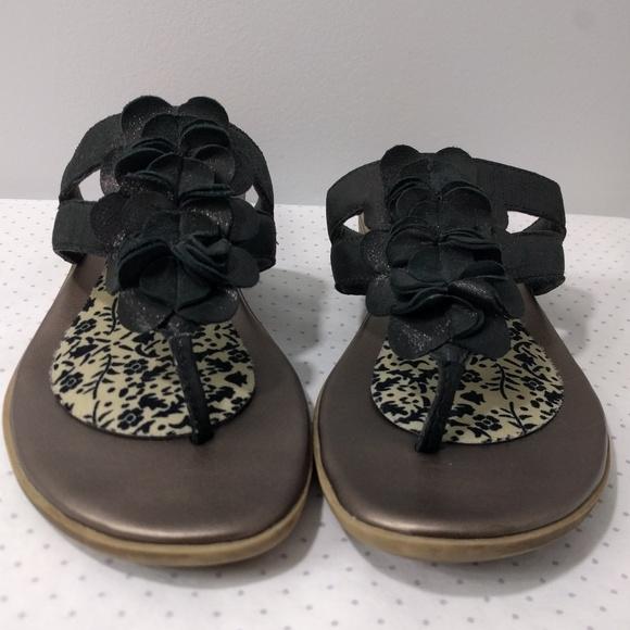 ee2c84f5253 Clarks Shoes - Clarks Bendables Flip Flop Thongs Flower Sandals